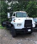 Mack DM 688 S, 1986, Tow Trucks / Wreckers