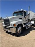 Mack Pinnacle CHU 613, 2015, Conventional Trucks / Tractor Trucks