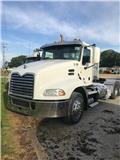 Mack Pinnacle CXU 613, 2012, Conventional Trucks / Tractor Trucks