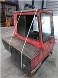 Liebherr LTM 1035, Cabine e interni