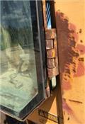 John Deere 670 B, 1990, Grejderi