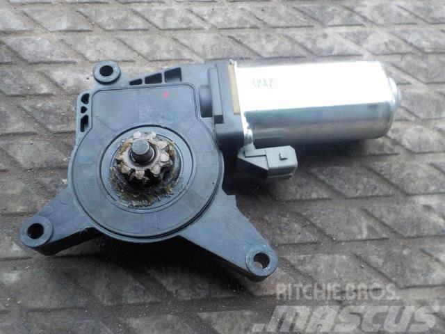 Mercedes-Benz Actros MPII Window regulator motor right 8205008 0