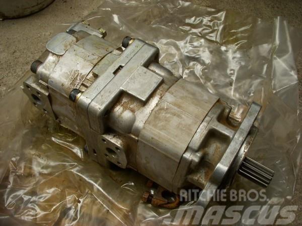 Komatsu (54) D 155 AX-3 705-51-30360 transmissionpump