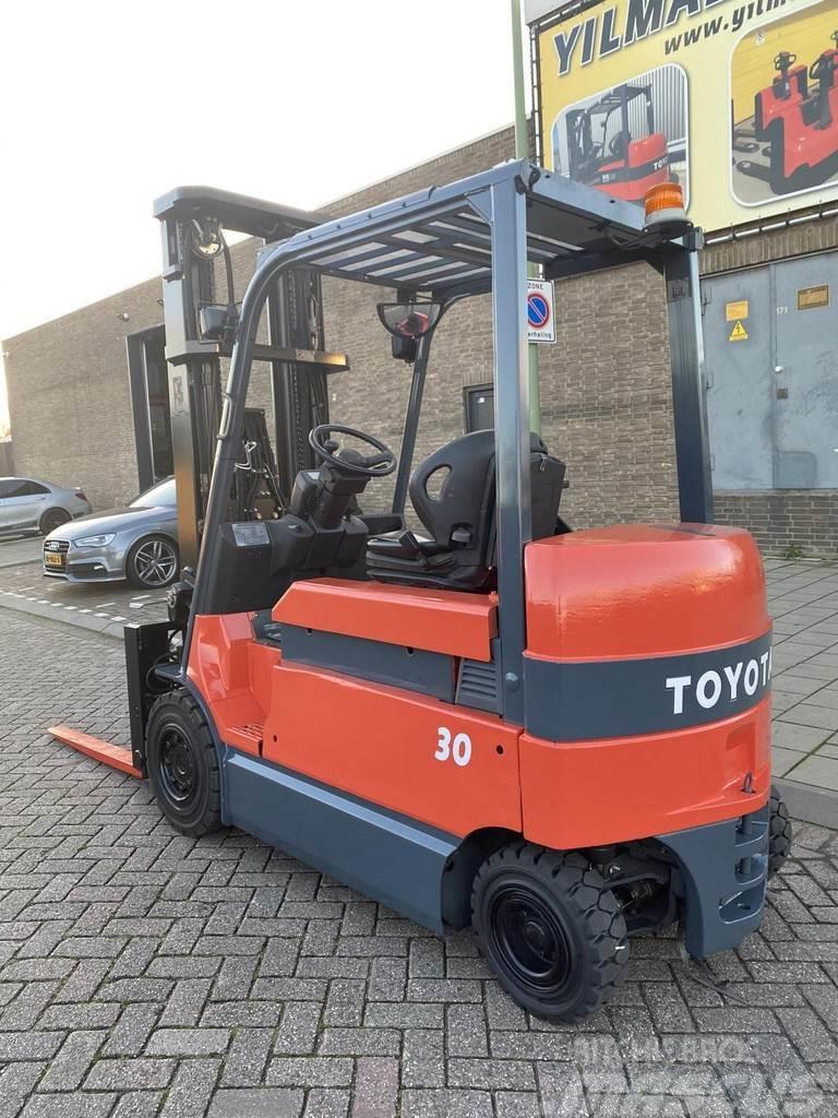 Toyota 7FBMF30 3000KG 5.5METER HEFTRUCK VORKENVERSTELLER
