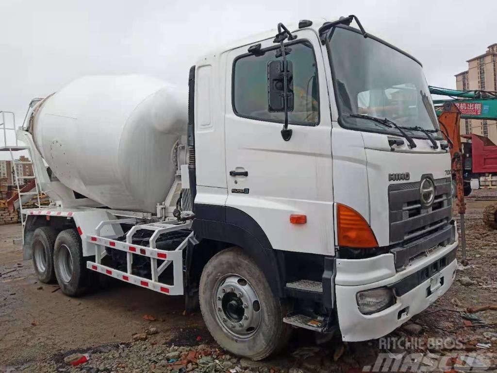 Hino Concrete mixer truck 700