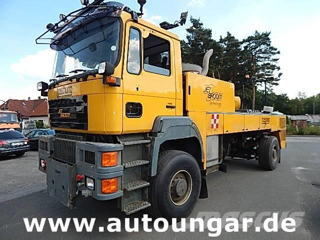 used boschung bjb 8000 jetbroom winterservice airport off road work trucks municipal year. Black Bedroom Furniture Sets. Home Design Ideas
