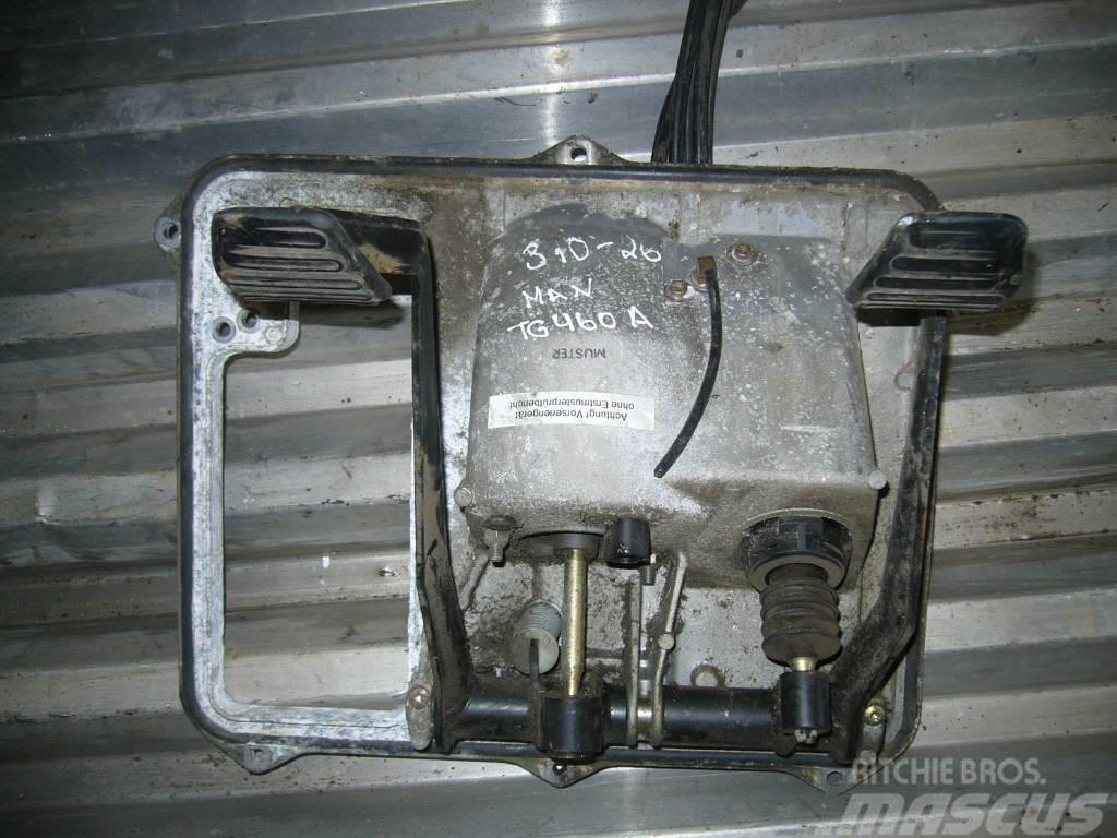 MAN TG460A pedal block