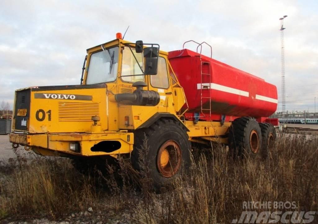 Volvo A25 6X6 Dumpperi kastelulaitteilla ja lavalla Q01