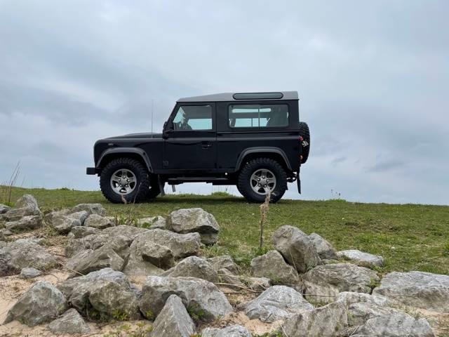 Land Rover Defender 90 black