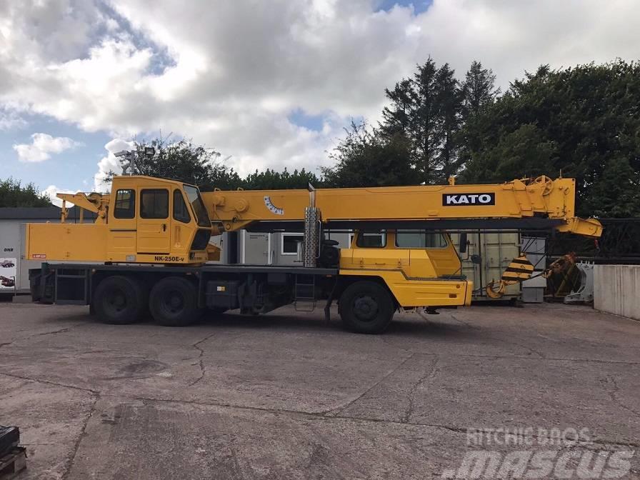 Kato NK 250E-V, 25 Ton Truck Crane, only 21,000 miles !