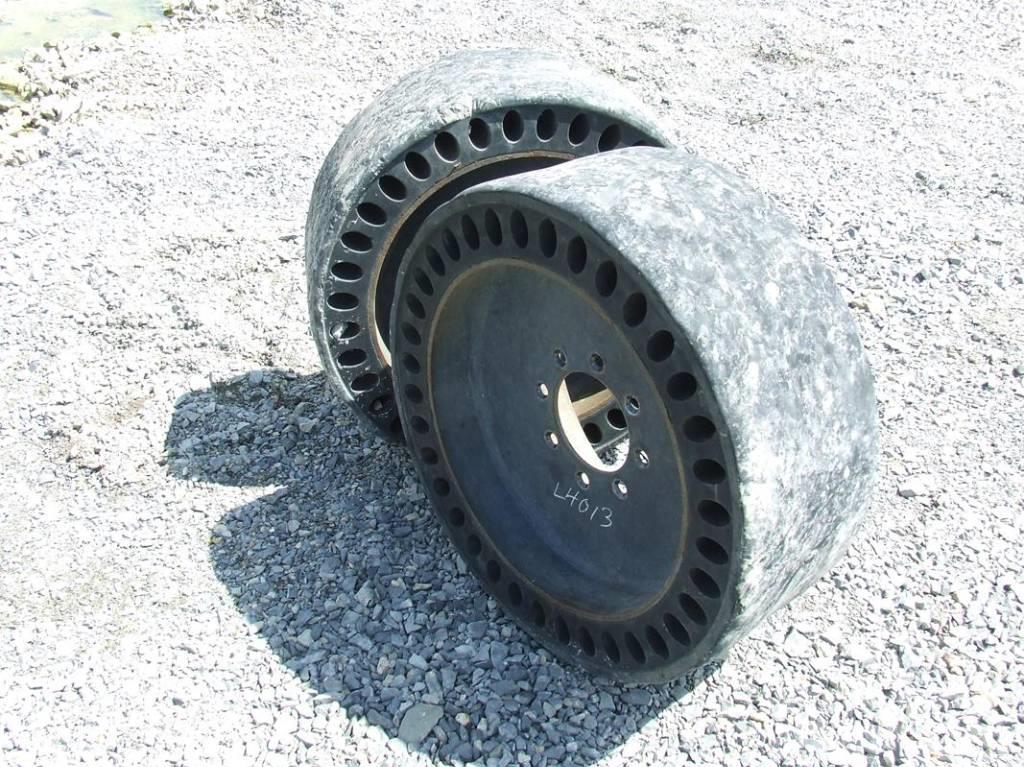 JCB ROBOT 135 160 260  tyres + rims