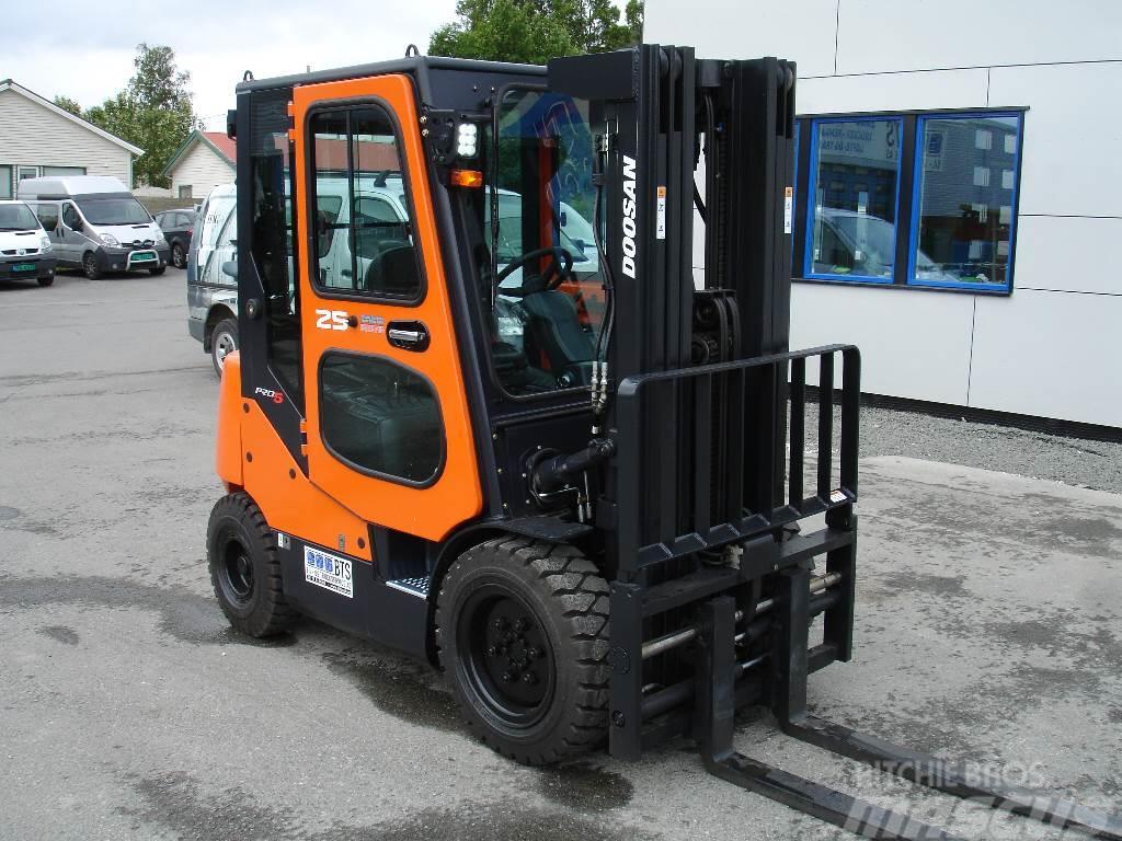 Doosan D25S-5 - 2,5 tonns dieseltruck (SOLGT)