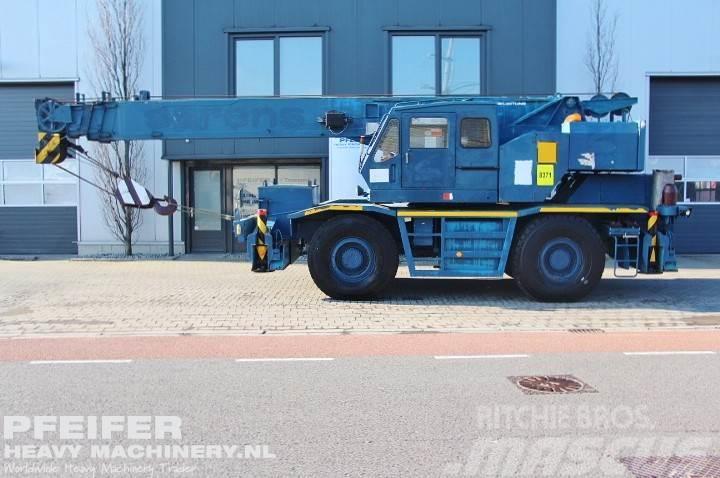 Kato KR300 4x4x4 Drive, 30t Cap, 28.4m Boom.