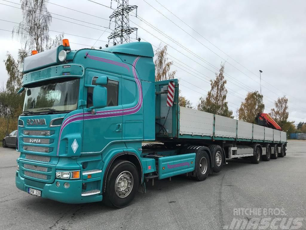 Scania R560 dragbil med trailer och kran