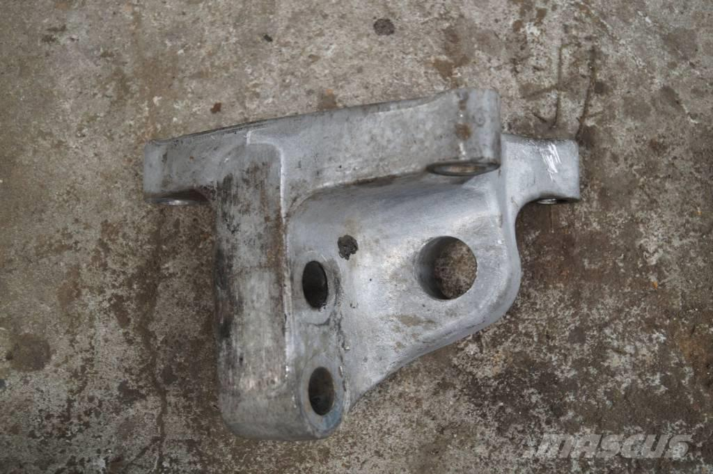 Renault Magnum / ENGINE MOUNTING ANCHORAGE