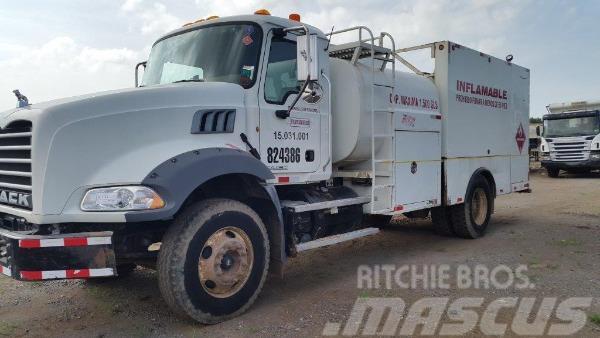 Mack Lube truck GU813E