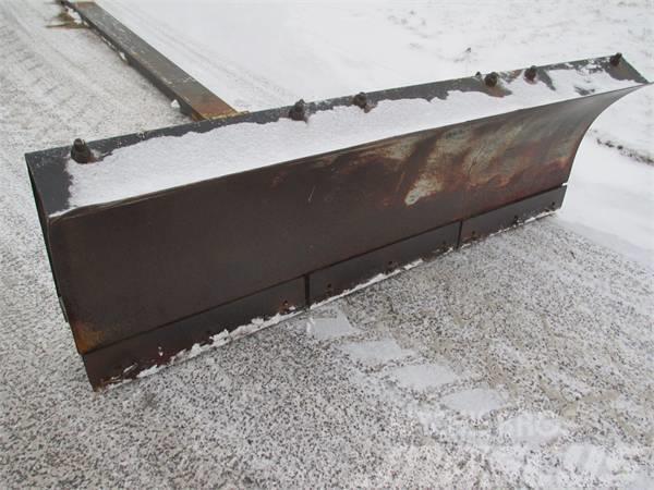 Vreten K2400U, Snöblad och plogar