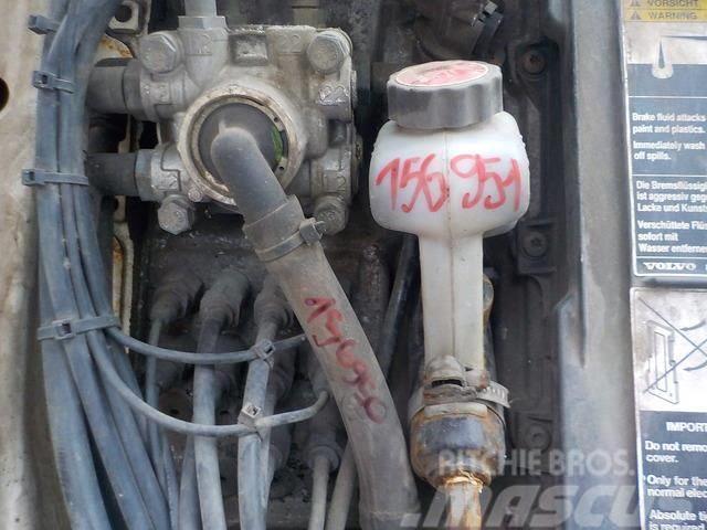 Volvo FH Clutch control master cylinder 1628218 A216