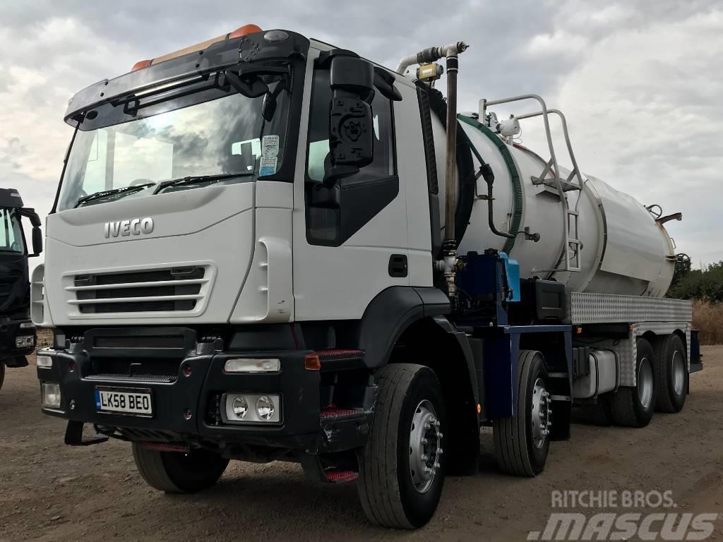 Iveco Trakker 8x4 4000 Gallon Whale Vac Tanker