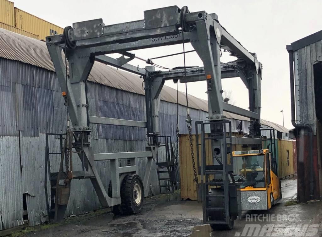 Combilift Straddle Carrier SC3T