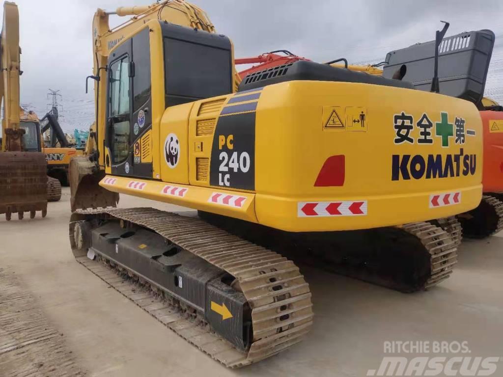 Komatsu 240