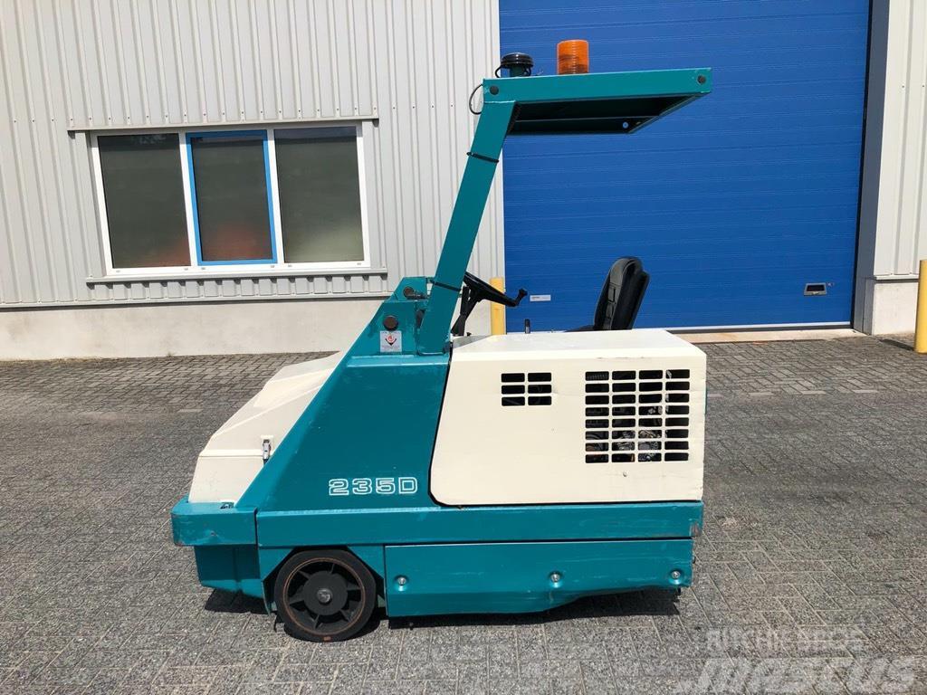 Tennant 235D, Veegmachine, Diesel, hoogkieper