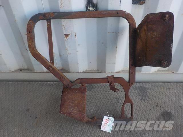 Renault Premium II Fender bracket front right 7420967449 2