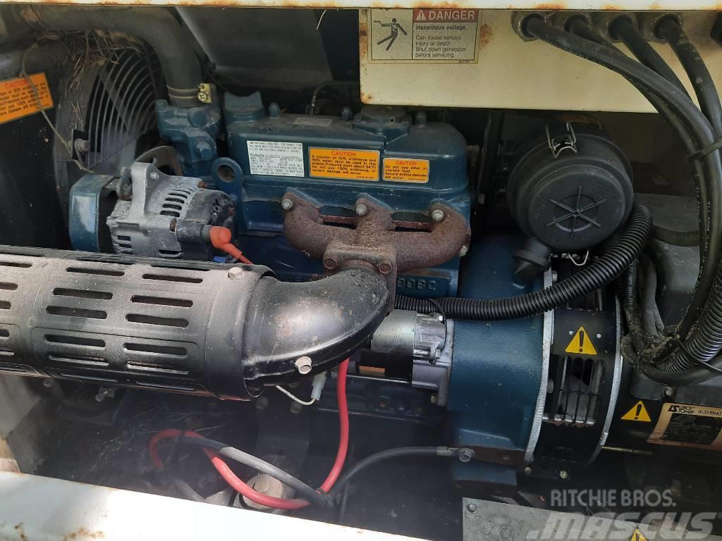 Kubota D905 silnik