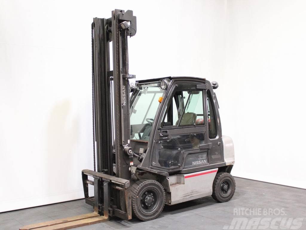 Nissan U 1 D 2 A 25 LQ
