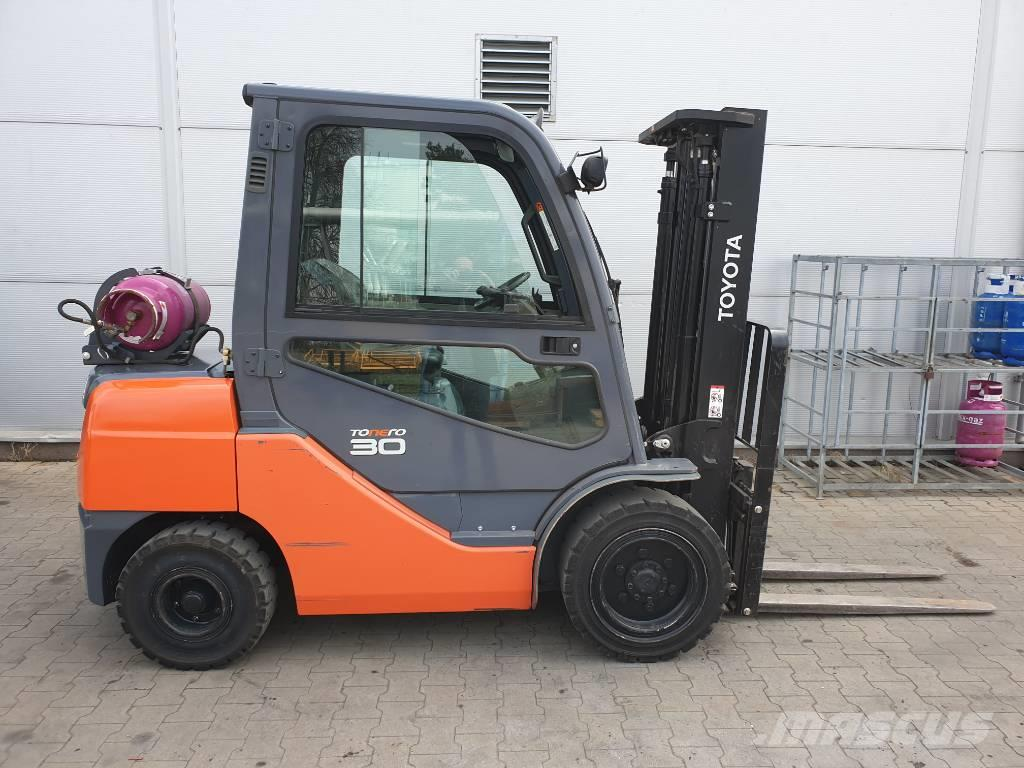 Toyota 8FGF30