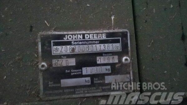 John Deere 2264