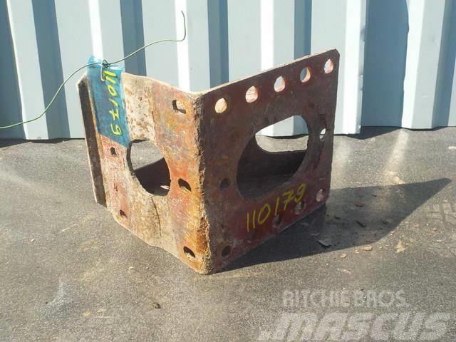 Iveco Stralis Spring bracket front 500398154