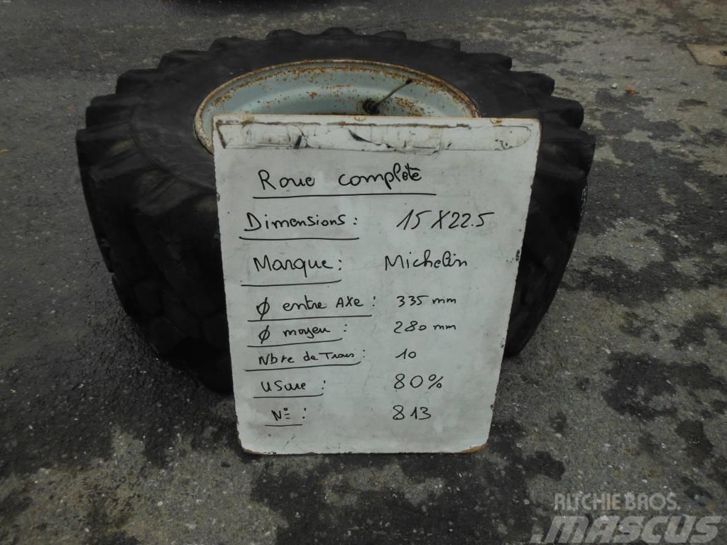Michelin 15X22.5 813