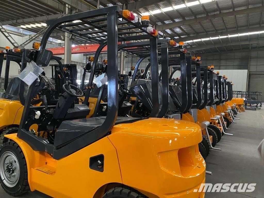 UN Forklift FD25T 2.5T 2WD Rough Terrain Xinchai