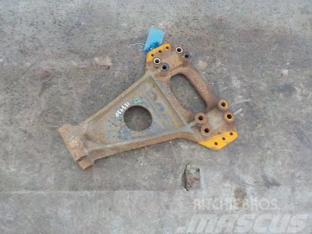 DAF XF 95 Torque rod bracket 1240726