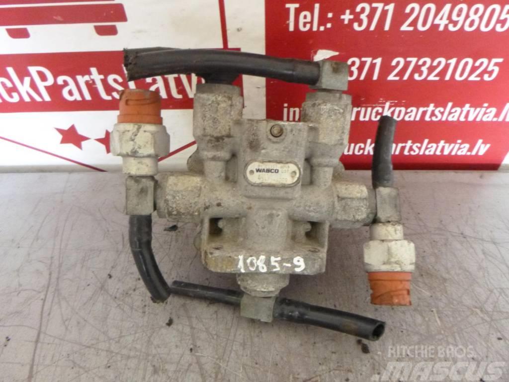 MAN TGX 4-circuit protective crane 81.52151.6098