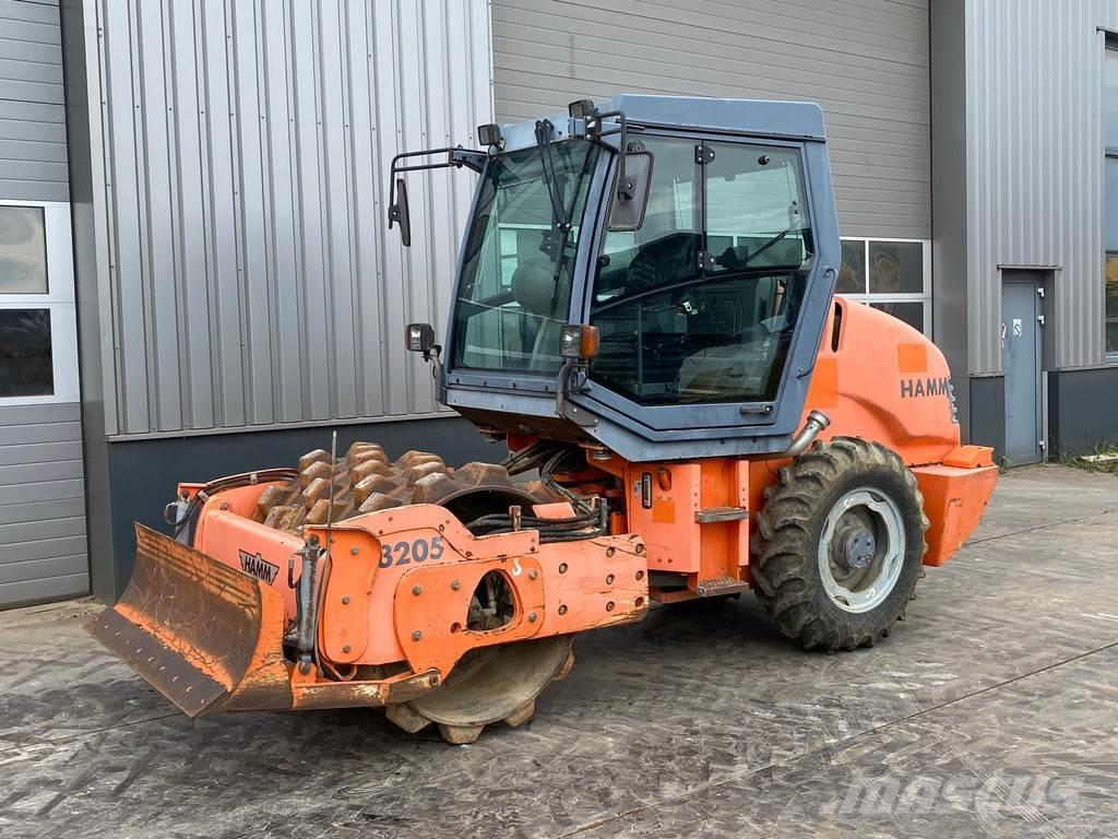 Hamm 3205P with 875 hours!