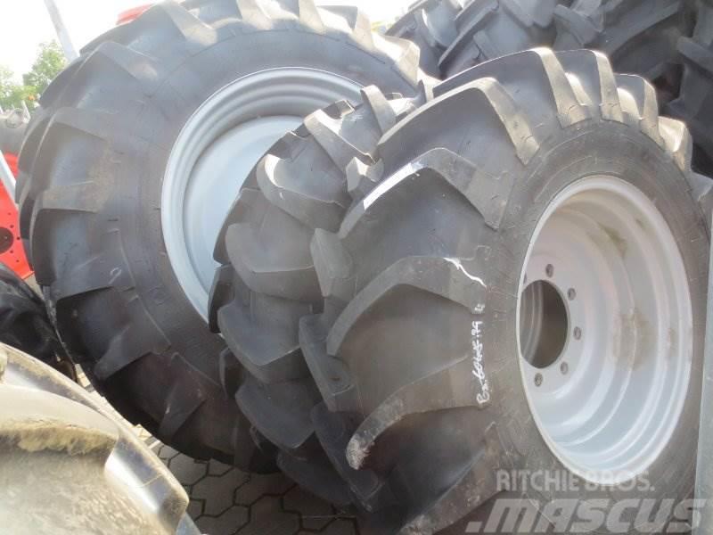 Michelin 2x 380/85R24 und 2x 420/85R38