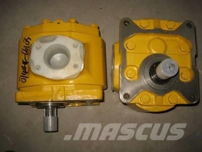 Shantui SD22 hydraulic pump 07444-66103