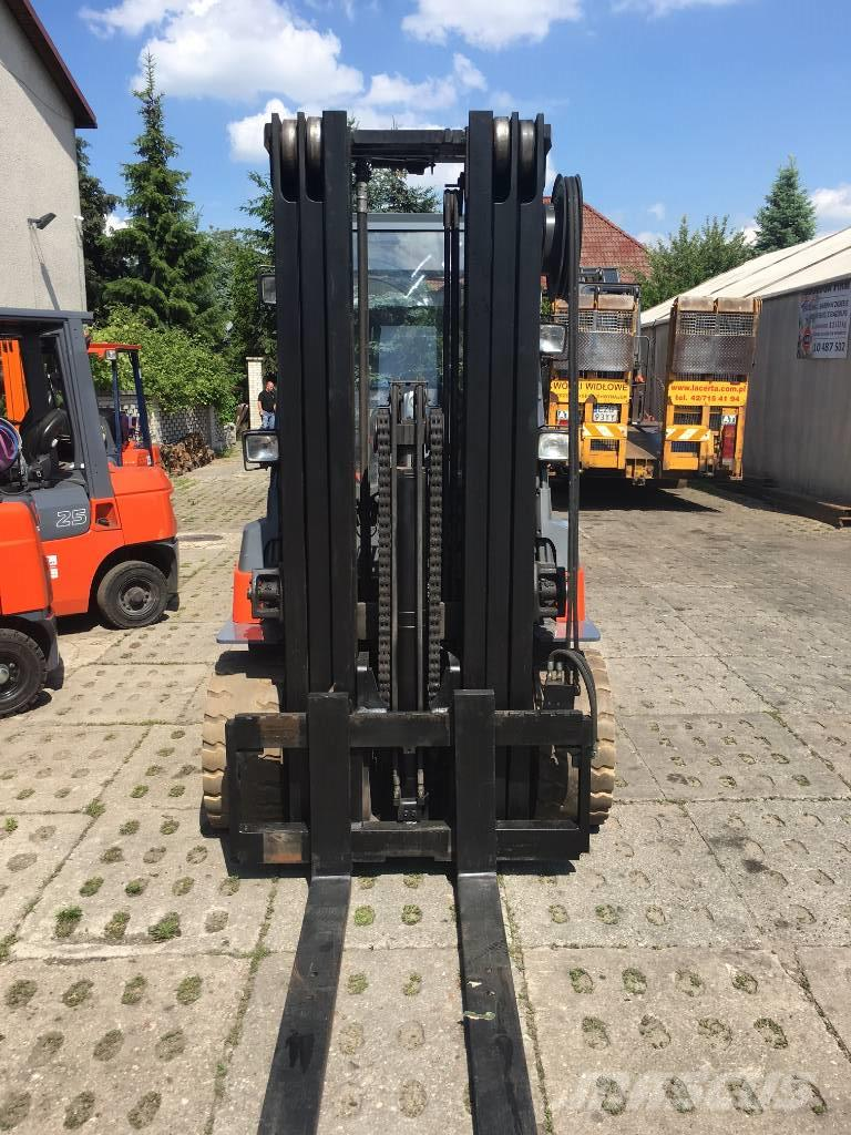 Toyota 7FBMF50 - Electric forklift trucks for rent, Year of manufacture:  Year: 2009