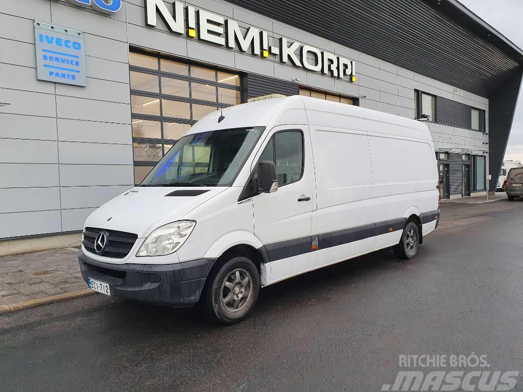 Mercedes-Benz 313 Huoltohyllyt