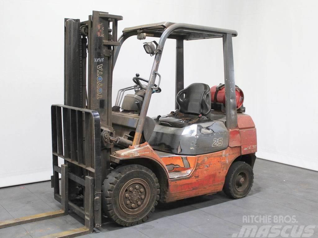 Toyota 42-7 FG 25