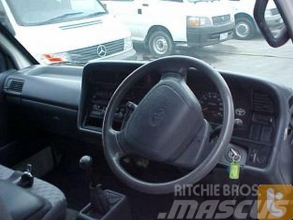 Toyota HIACE RZH103R, 2000, Lätta skåpbilar