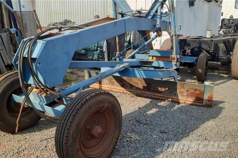[Other] 4 Wheel Tow Behind Grader with Hydraulics