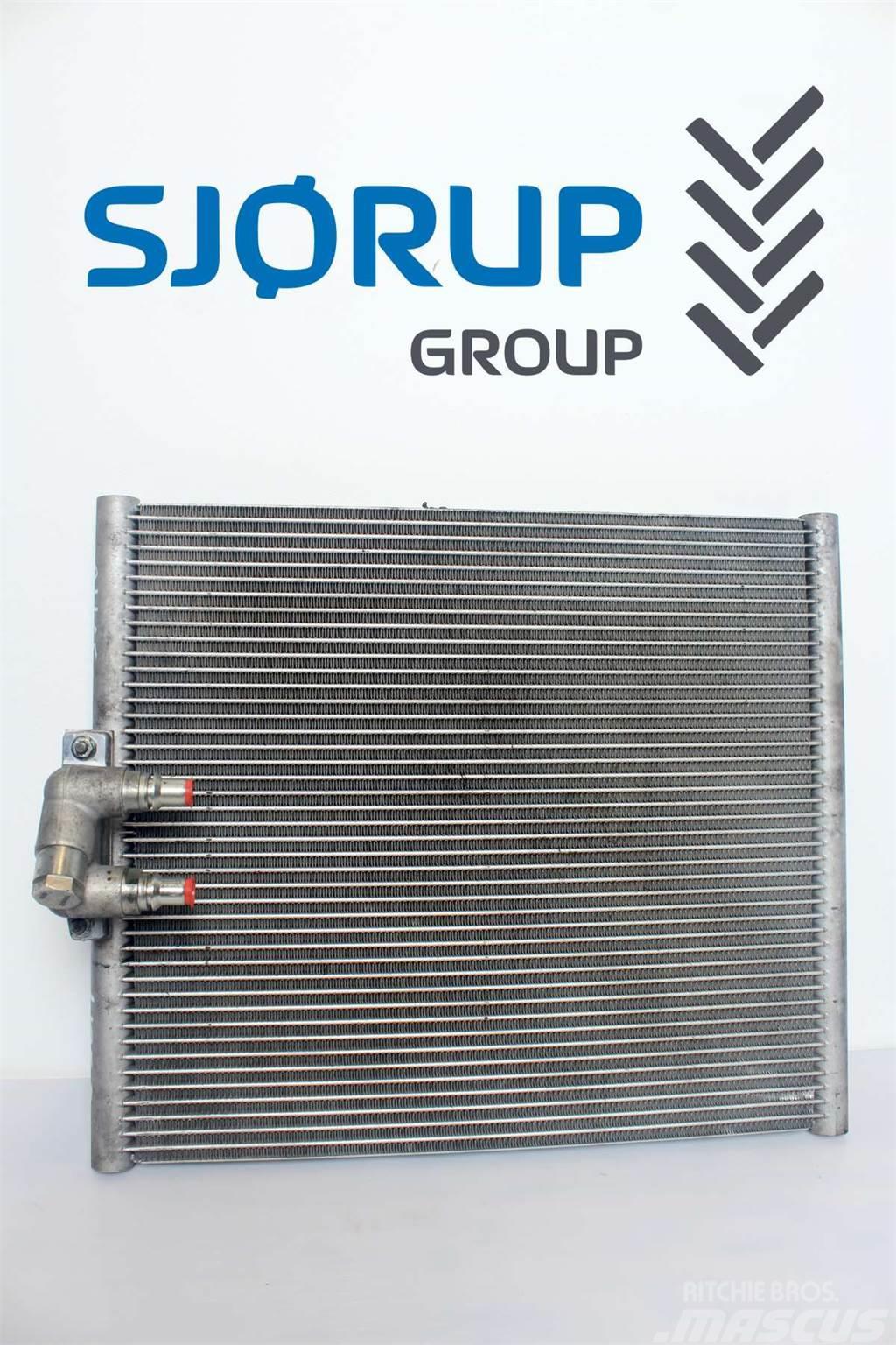John Deere 6125 R Oil Cooler