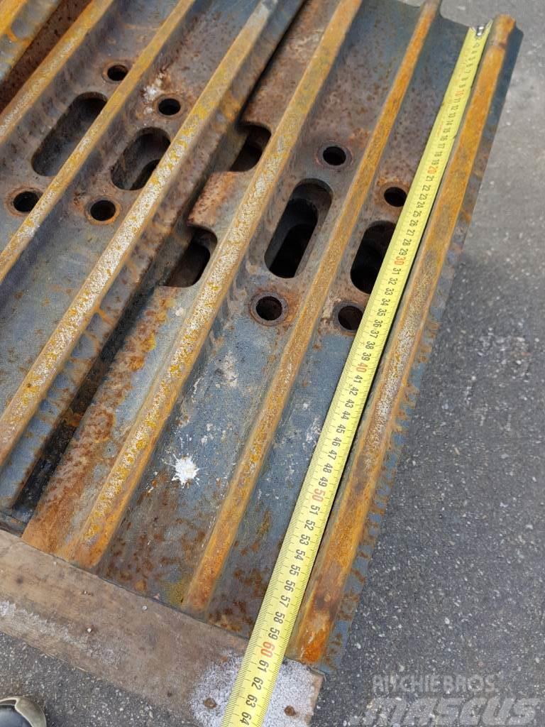Hyundai Excavator Track Pads - r220, 60cm