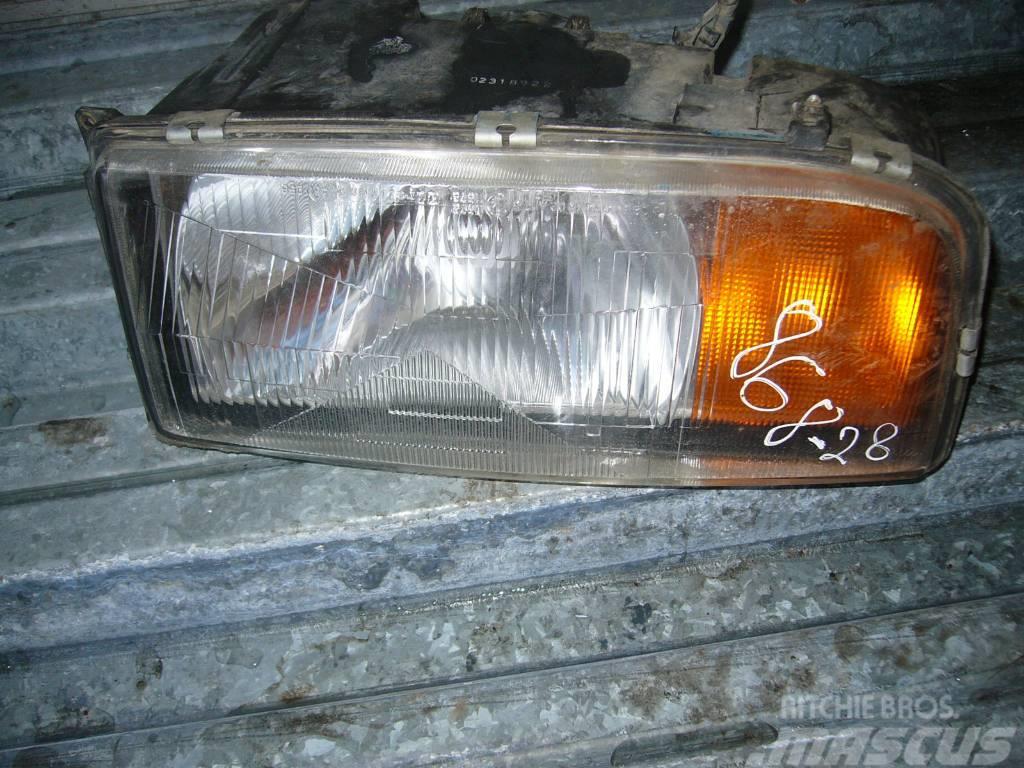 Mercedes-Benz ACTROS 1840 front lights