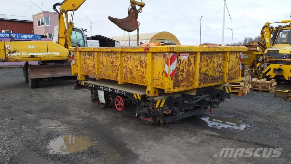 [Other] Wagon kolejowy z kontenerem (muldą)