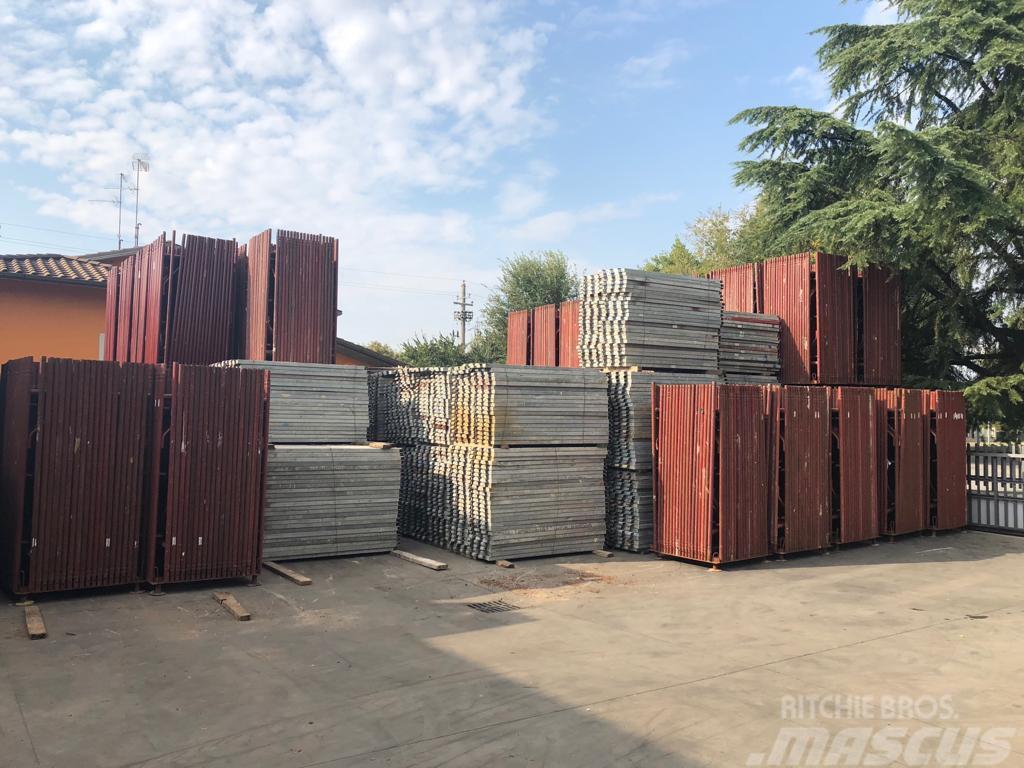 [Other] Stock di ponteggio usato (scaffolding/échafaudage)