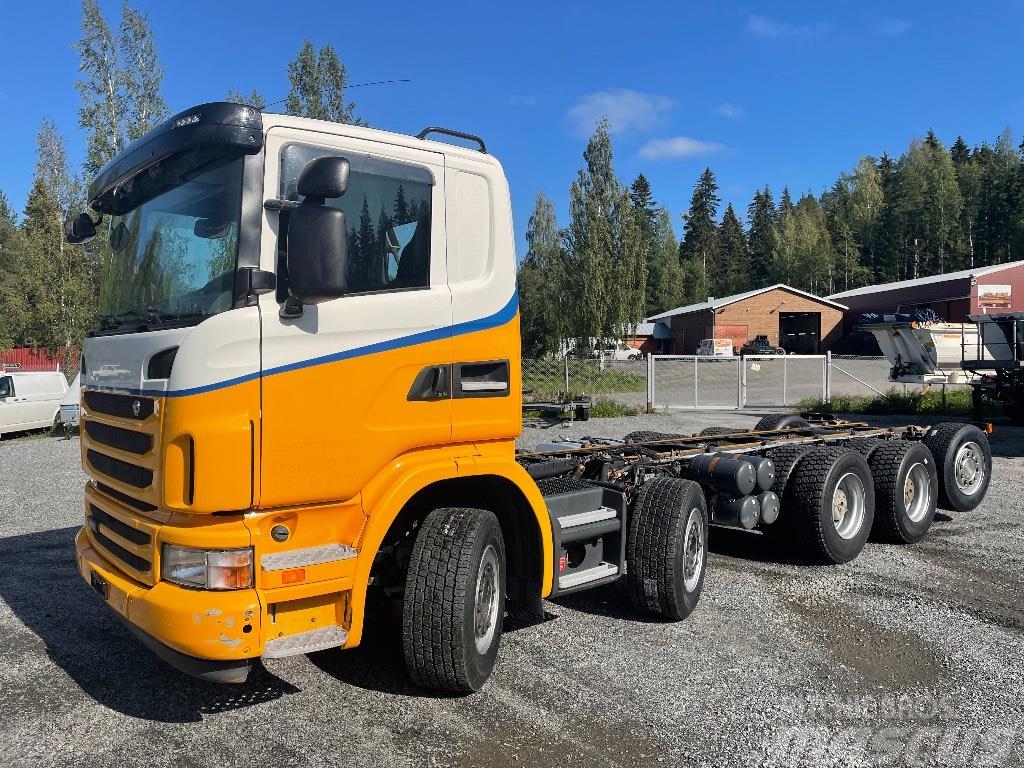 Scania G480 uudella metsäkoneen kuljetus ritilällä